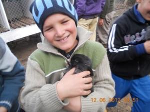CEIMER Alumno gordito con conejo negro