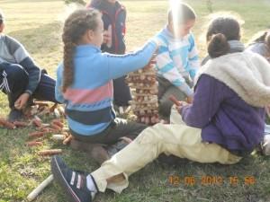 CEIMER Alumnos creando torre de marlos