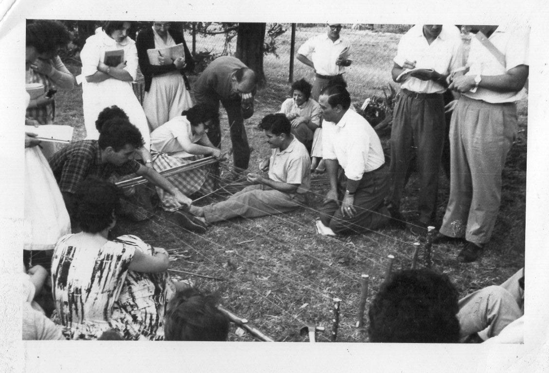 Instituto Normal Rural Curso de Verano año 1959. Fabricación de esteras