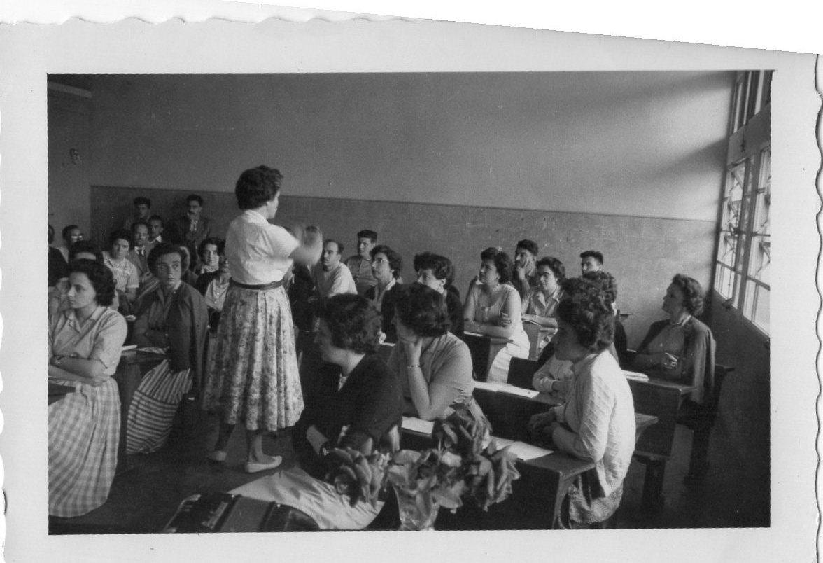 Instituto Normal Rural, clase teórica a cargo de la Profesora Ana María Angione